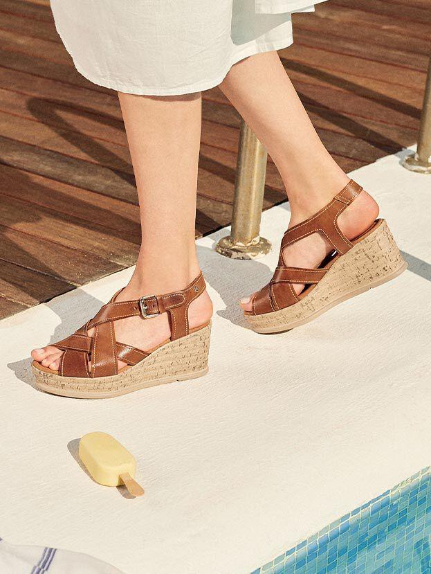Miranda W2F-1682. High wedge leather sandals.