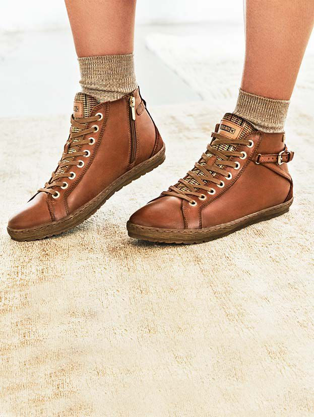 Lagos 901-7312. The Lagos ankle boot has a very light rubber sole about 2 cm thick, and its footprint is designed to prevent slipping. Its padded inner plant provides extra comfort.