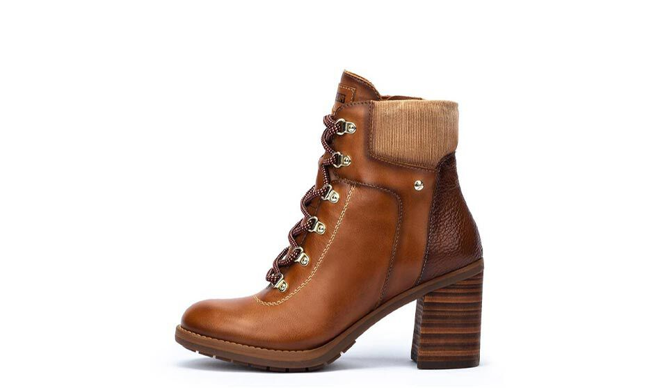 Pompeya W7S-8851. Comfortable women's leather ankle boots with laces, wide heel and metal buckles.