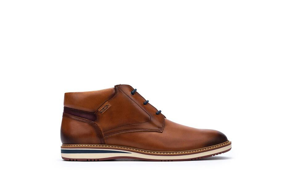 Avila M1T-8011. Men's dress ankle boots with a classic design and modern touches that go with everything. Classic and slightly rounded last.