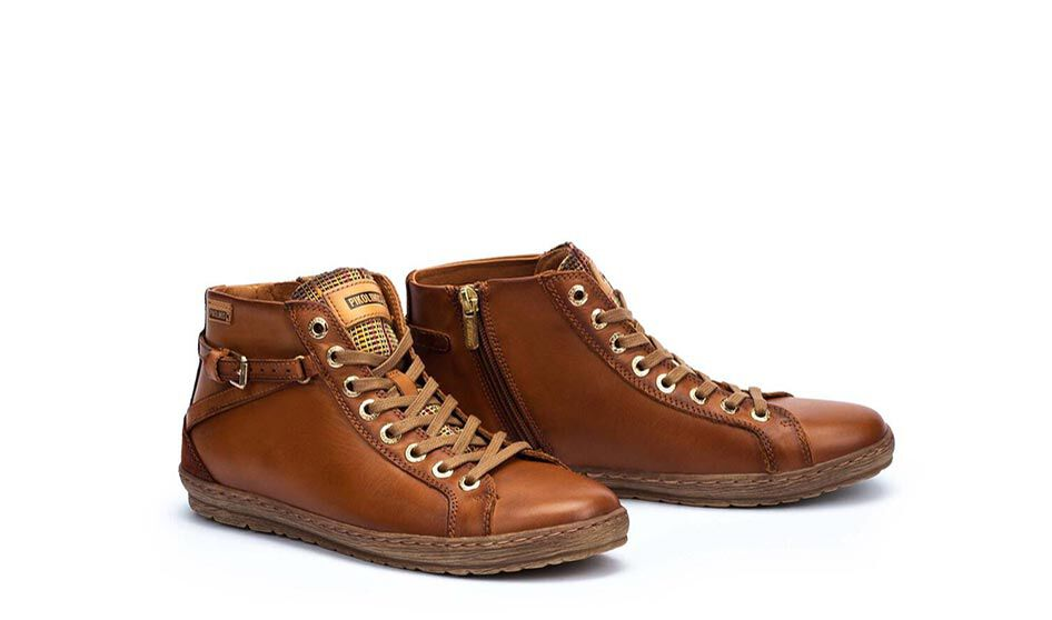 ICONIC WOMEN  Lagos 901-7312. 9.5 cm cane sports ankle boots with cotton laces and interior zip.