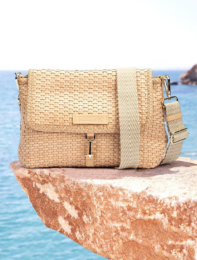 Shoulder bag Costur WHA-1059. Braided leather shoulder bag with fabric handle.