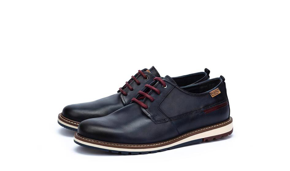 Jerez.09Z-EMBLÉMATIQUES HOMME  Berna M8J-4314. Casual and youthful lace-up shoe with a last that provides maximum comfort and a very flexible floor.. Men's die-cut leather loafer.