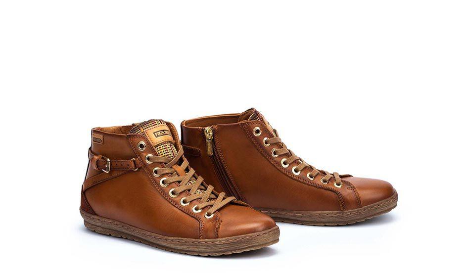 EMBLÉMATIQUES FEMME  Lagos 901-7312. 9.5 cm cane sports ankle boots with cotton laces and interior zip.